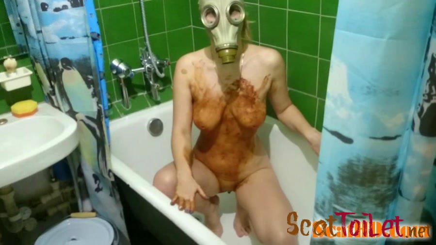 Brown Wife - Smearing shit in a gas mask [mp4]