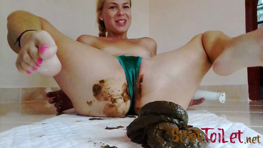 Naked Strong Stream Peeing In Doggy Desperatio - Giant Poo In Satin Thong, Intense Orgasm, Desperation [MPEG-4]