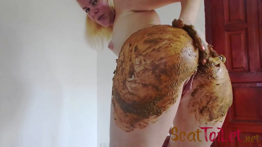 Enema and Huge Poo in Silk Bikini Smearing with MissAnja [MPEG-4]