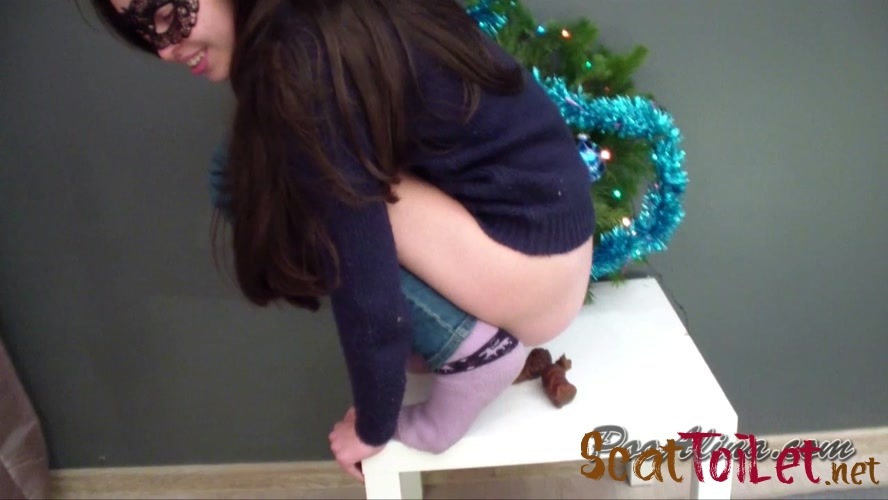 Christmas pooping  with Alina [MPEG-4]