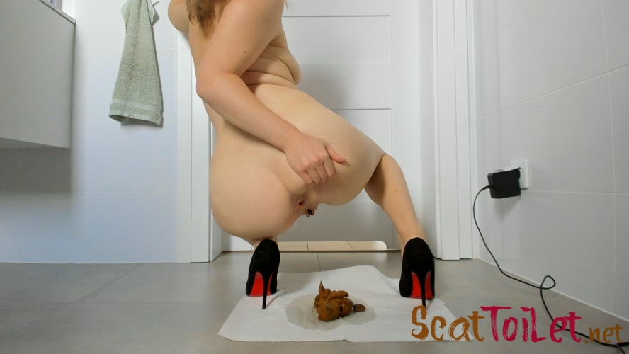 Young sexy lady shitting in high heels [MPEG-4]