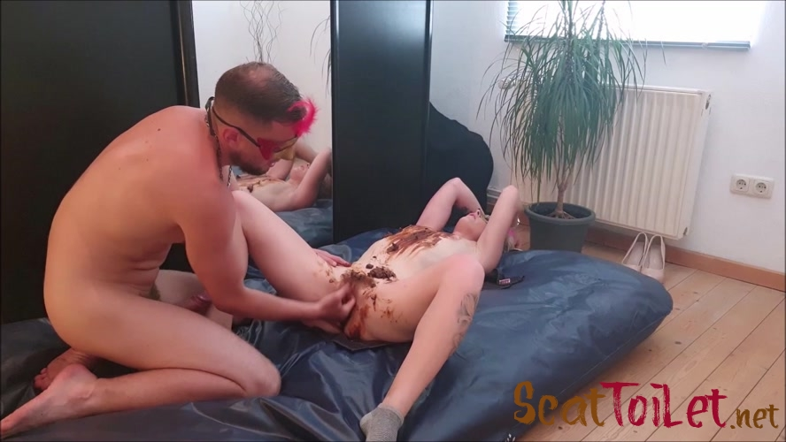 Blowjob, shit on the pussy and fuck (1/4) with Versauteschnukkis  [MPEG-4]