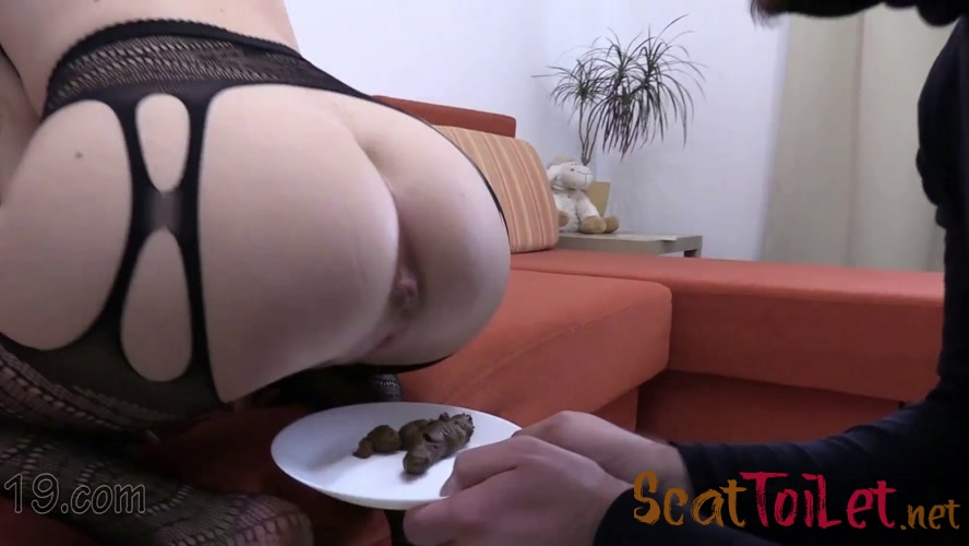 21-year-old Milana dances and pooping close-ups with MilanaSmelly [MPEG-4]